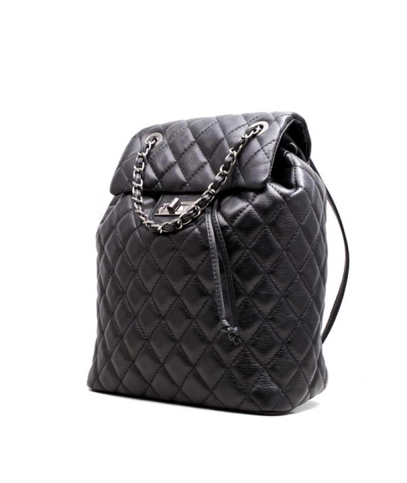 d806a3559f Γυναικεία δερμάτινη τσάντα πλάτης τύπου chanel καπιτονέ 53-S ΜΑΥΡΗ